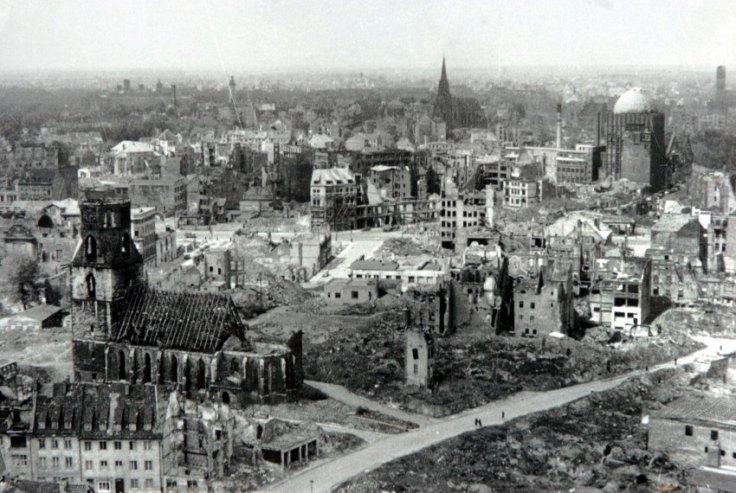 Hannover nach Bombenangriff 1943