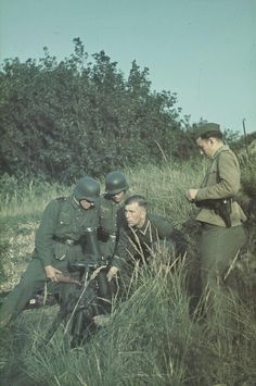 1944-8cm-german-mortar-team-granatwerer34